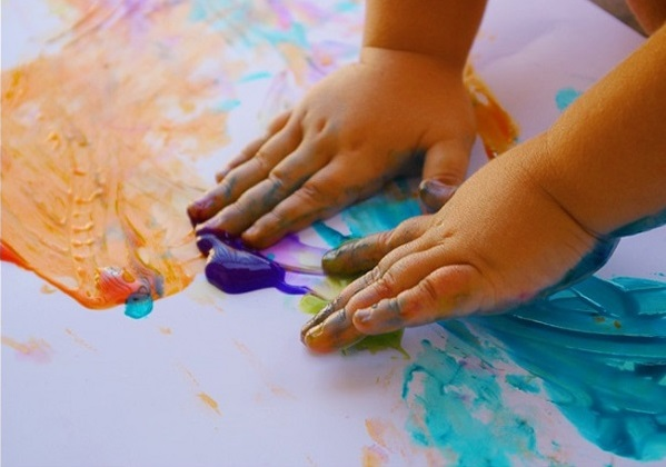 Ensuciarse las manos con mucho arte funny mums - Ninos pintando con las manos ...